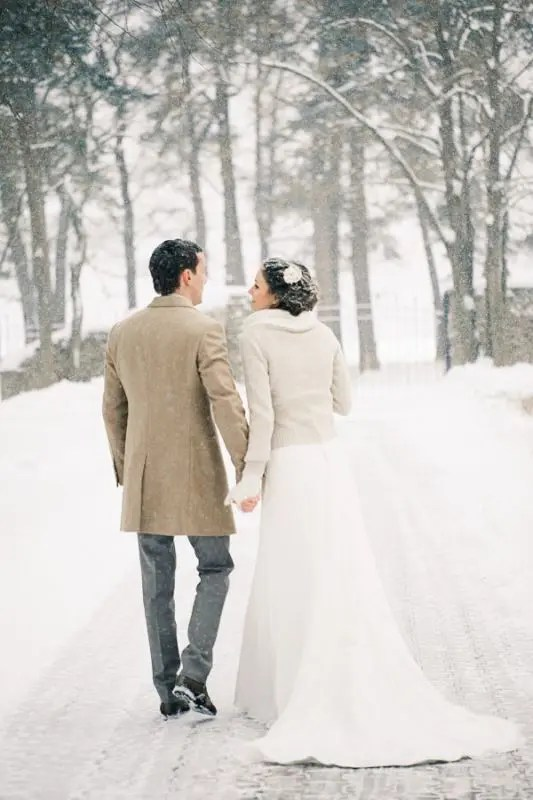 a neutral cardigan plus an infinity scarf for a cold and snowy wedding day