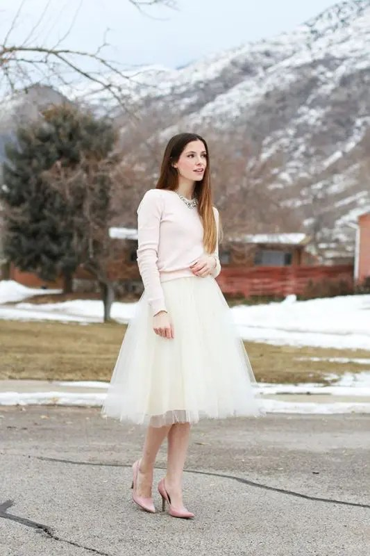 a blush sweater and a tulle skirt is a simple and chic combo for a city hall ceremony or a casual wedding