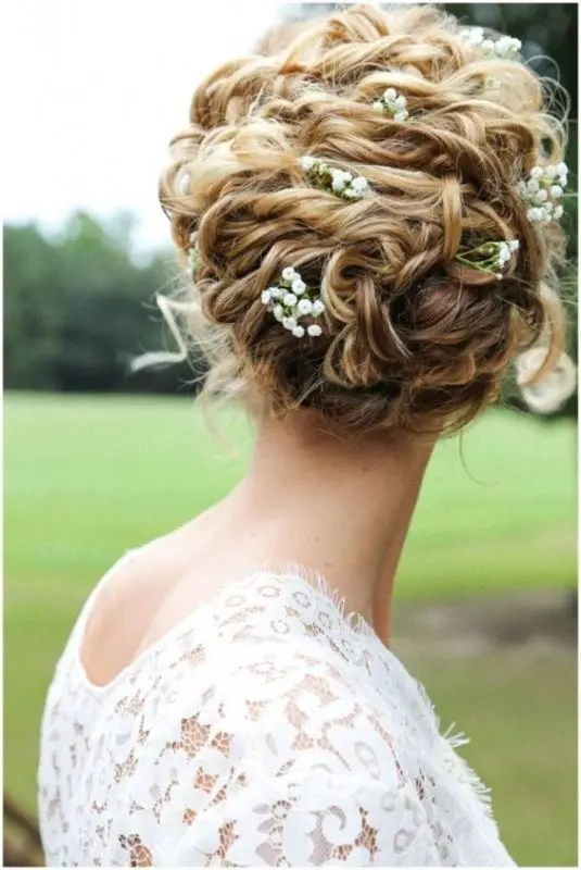 29 Charming Bride's Wedding Hairstyles For Naturally Curly Hair