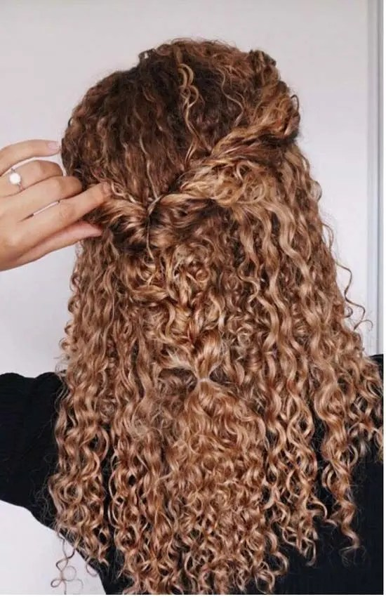 45 Charming Bride S Wedding Hairstyles For Naturally Curly Hair