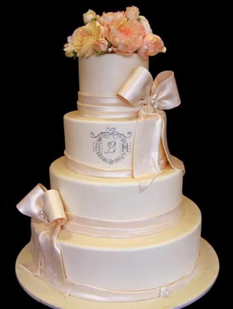 21 Unique Monogrammed Wedding Cakes Weddingomania
