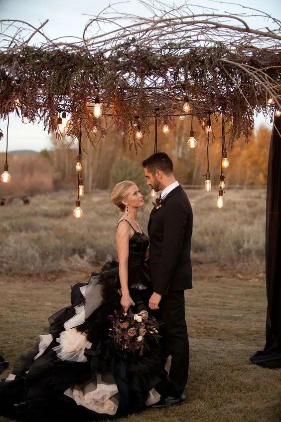36 Ideas To Throw A Halloween Wedding With Style  Weddingomania