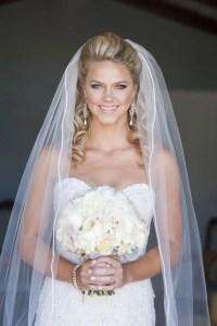 36 Beautiful Hairstyles To Rock With Veils - Weddingomania