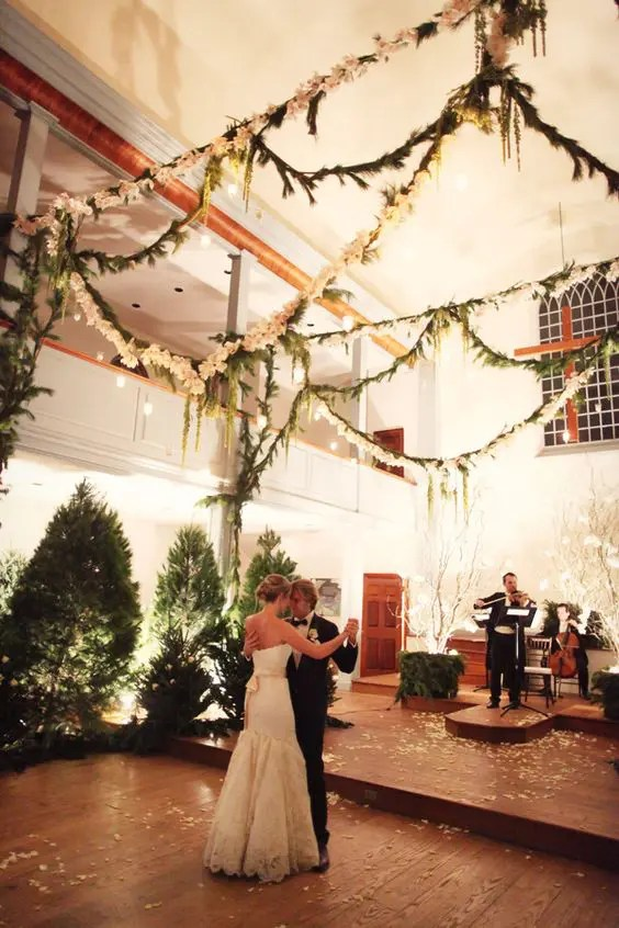 33 Cozy Evergreen Winter Wedding Dcor Ideas  Weddingomania