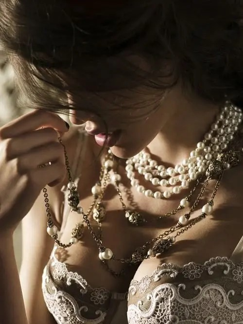 wear statement necklaces and pearls for a chic look