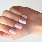 trendy spring wedding manicure