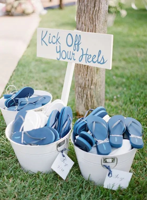 flip-flops are a perfect favor for a beach or just barefoot wedding, your guests will be very grateful