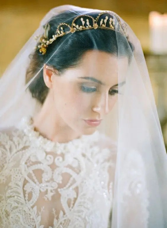 wake up your inner princess or queen wearing a gorgeous veil and a gold crown