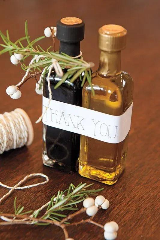 olive oil and balsamic vinegar bottles are ideal for vineyard weddings or for destination Italian ones