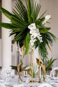25 Lush And Bold Tropical Wedding Centerpieces - Weddingomania