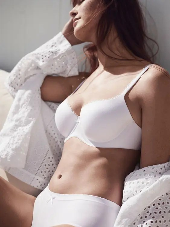 choose your bridal lingerie according to your wedding season and place, think of the weather