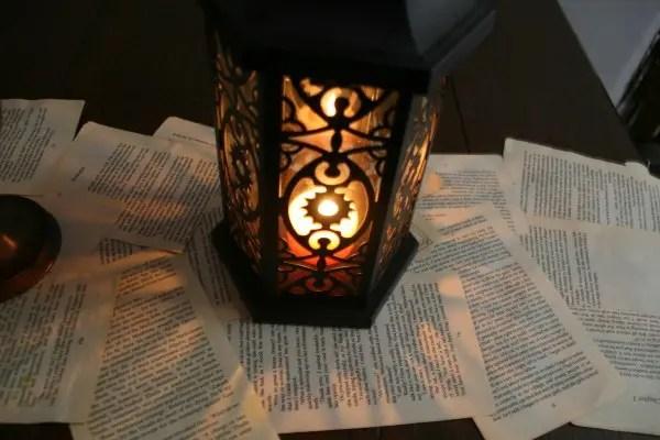 DIY book page table runner (via offbeatbride.com)