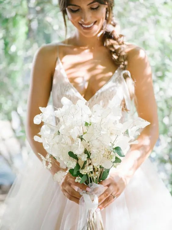 3 Wedding Flowers Trends That Are On Right Now