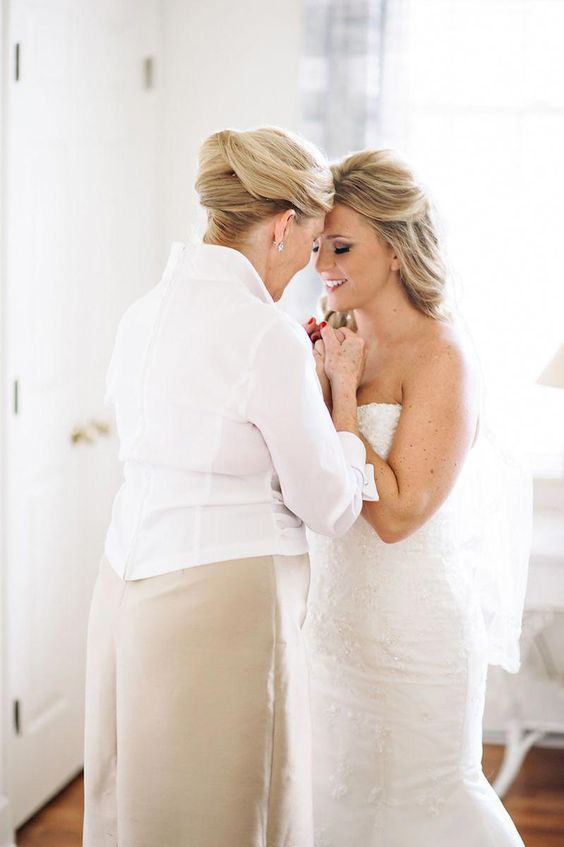 share the emotions during some moments before your wedding ceremony