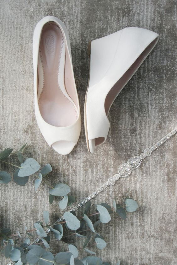 white lace peep toe wedges are ideal for a minimalist bride and will bring much comfort