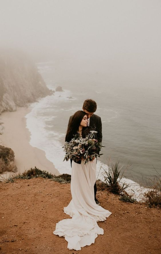a beautiful foggy cliffside elopement in Big Sur is a fantastic idea with gorgeous views