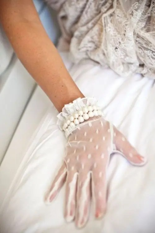 21 Stunning Vintage Wedding Gloves To Wear Weddingomania
