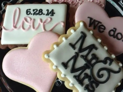 25 Cute Cookie Bar Ideas For Your Wedding