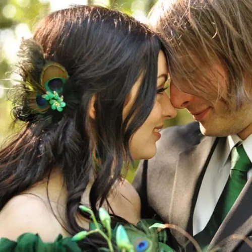 an emerald tie and a peacock feather with an emerald brooch - small accessories to add emerald to your wedding