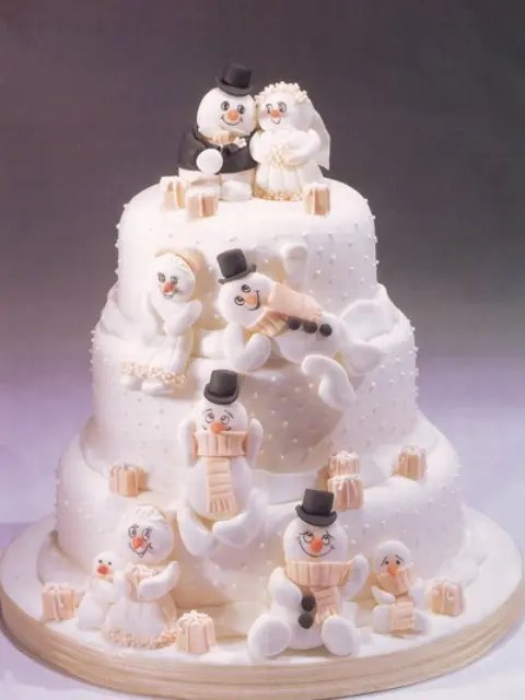 30 Adorable Christmas Wedding Cakes Weddingomania