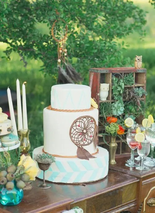 24 Delicious And Beautiful Boho Chic Wedding Cakes  Weddingomania