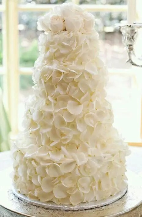 31 Exquisite AllWhite Wedding Cakes  Weddingomania