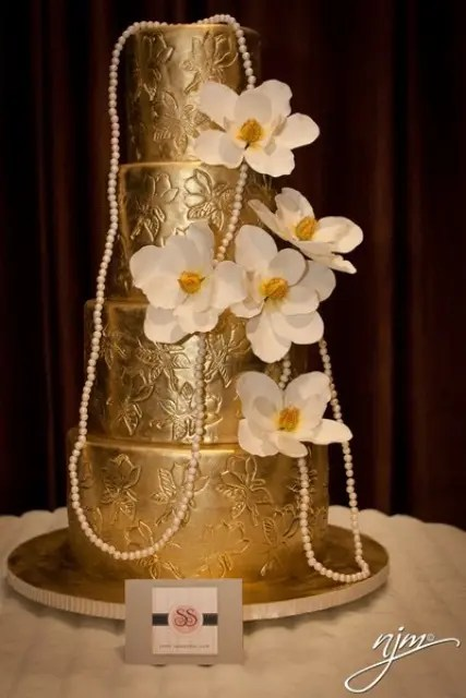 Picture Of Fascinating Gold Wedding Cakes