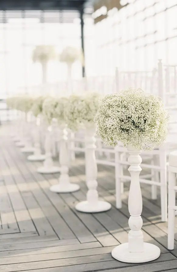 Picture Of Gorgeous Winter Wedding Aisle Decor Ideas 8