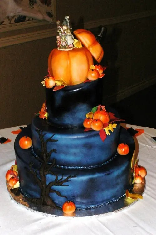 40 Original Halloween Wedding Cakes  Weddingomania