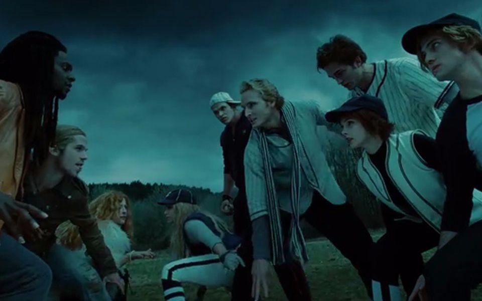 【暮光之城】吸血鬼家族為了保護貝拉被圍攻、愛德華差點喪命!_嗶哩嗶哩 (゜-゜)つロ 干杯~-bilibili