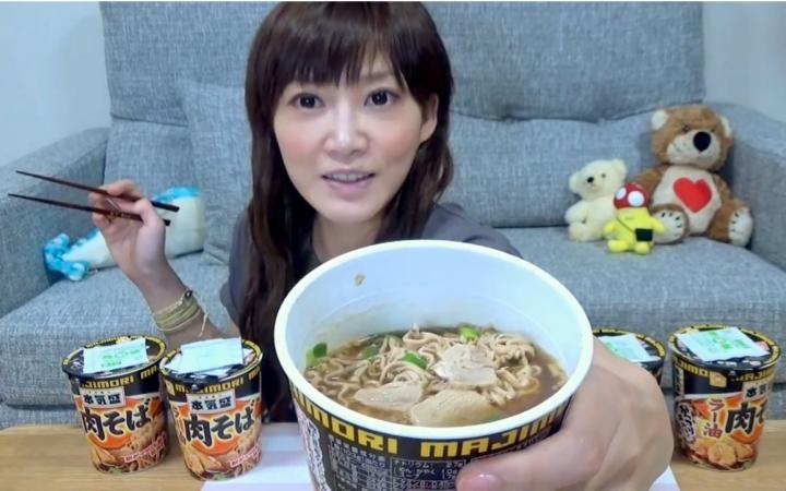 【木下大胃王】今日挑戰:5大杯辣油芥麥面和大盆米飯! @柚子木字幕組_嗶哩嗶哩 (゜-゜)つロ 干杯~-bilibili