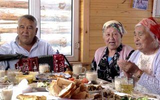 可爱的中国俄罗斯族!与俄罗斯族同胞午餐,心里想高呼:祖国伟大!实拍中国唯一的俄罗斯民族乡