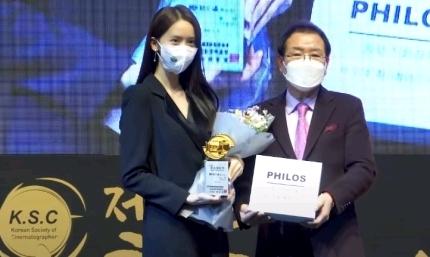 少女时代允儿公开了拍摄奖项颁奖典礼花絮-小柚妹站