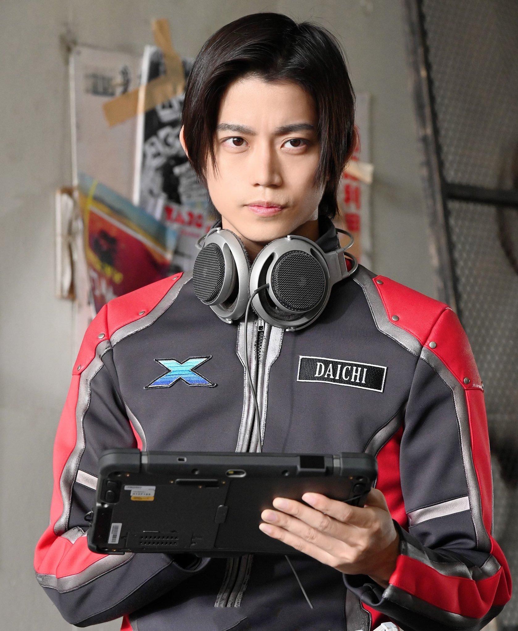 假面骑士:高桥健介自爆曾参与铠武试镜,不过最终落选了,后出演艾克斯的大地-小柚妹站
