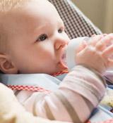 寶寶吐奶,嬰兒吐奶,吐奶的原因,吐奶怎么辦?-搜狐母嬰
