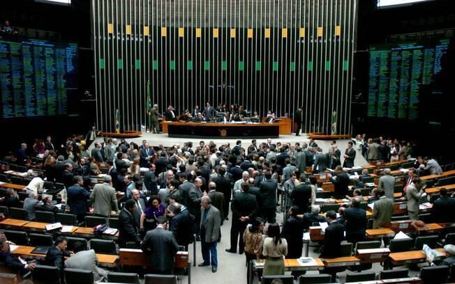 Eduardo Cunha, presidente da Câmara,  formou uma comissão especial composta em sua maioria, por parlamentares a favor da medida