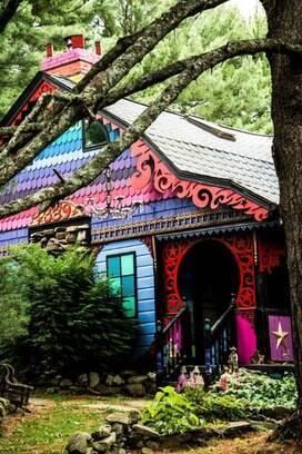 Casal de artistas cria casa hippie  Arquitetura  iG