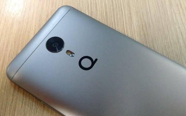 Quantum Sky tem visual bem parecido com modelos como Gionee A1 e o Blu Vivo 8