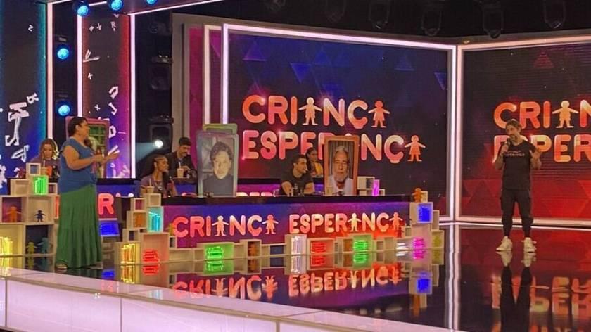 Marcos Mion with Fabiana Karla on the stage of Criança Esperança