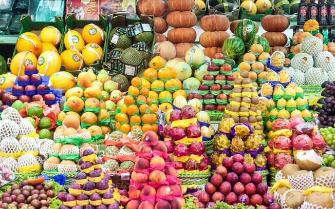 É muito difícil fazer a escolha correta no meio de tantas frutas