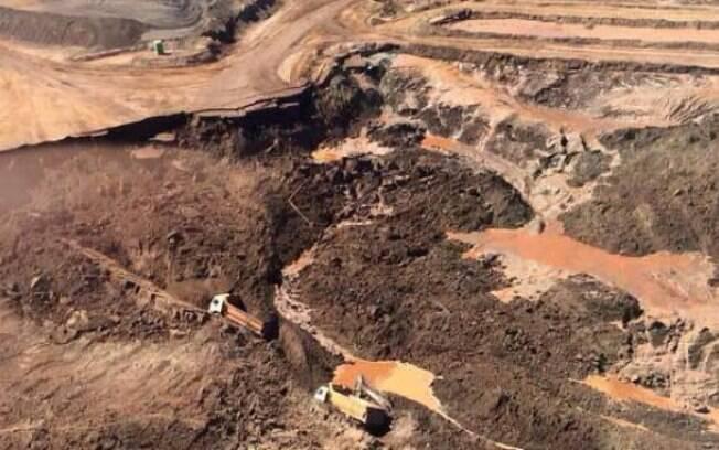 Barragem pertencente à mineradora Samarco se rompeu no distrito de Bento Rodrigues, a 23 quilômetros de Mariana (MG); acidente levou à liberação de 62 milhões de metros cúbicos de lama