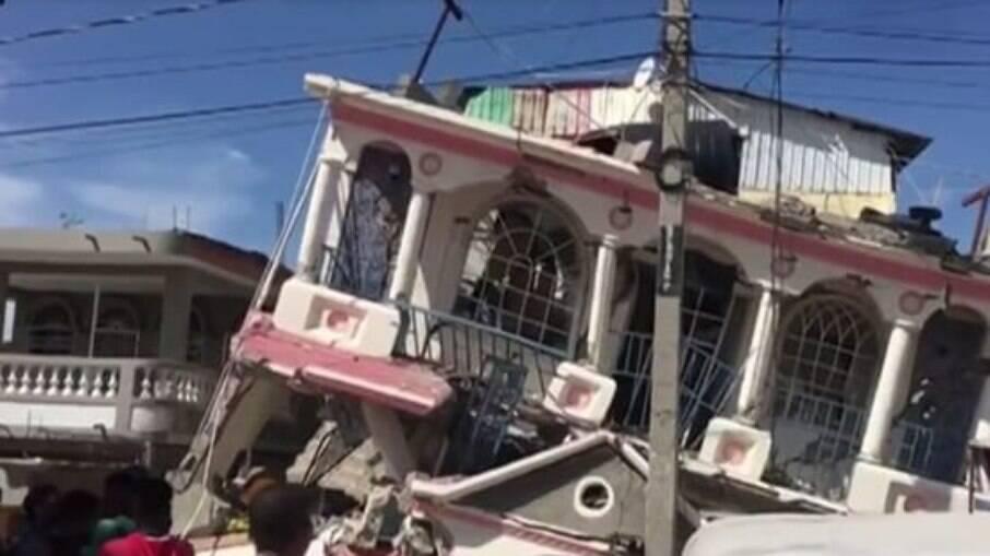 Ciclone tropical chega ao Haiti e dificulta busca por sobreviventes de terremoto