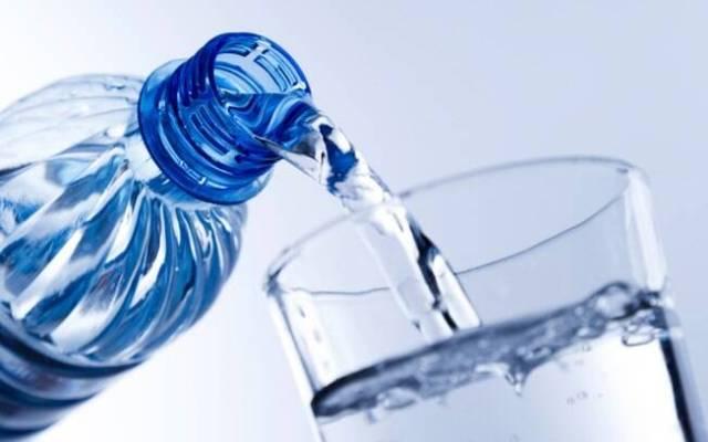 Resultado de imagem para beber muita água