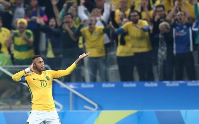 Neymar comemora gol de falta sobre Colômbia