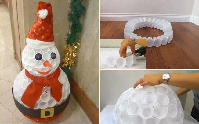 O boneco de neve pode ser feito com copos plásticos já usados