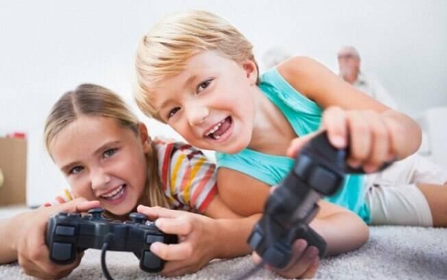 Jogos eletrônicos também ajudam o despertar o lado criativo, mas a atividade deve ser monitorada e em horários estipulados pelos pais. Foto: Thinkstock