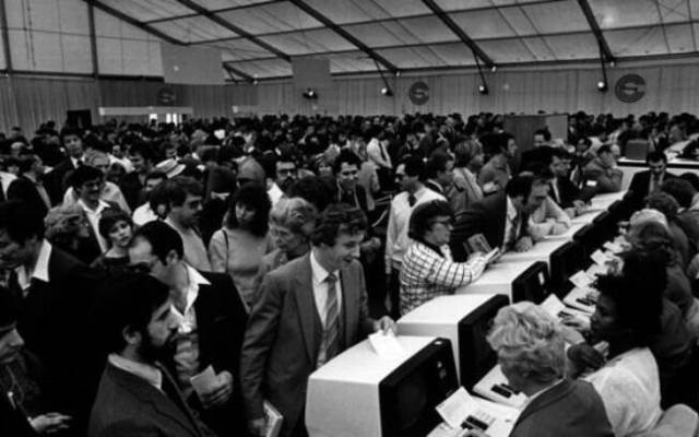 Em 1984, mais de 100 mil visitantes compareceram a cada uma das duas edições da CES