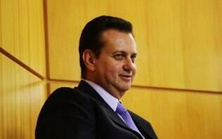 Entre Dilma e Alckmin, PSD pressiona Kassab por definição rápida em SP