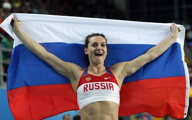 Yelena Isinbayeva, bicampeã olímpica no salto com vara, luta para não ficar fora dos Jogos do Rio