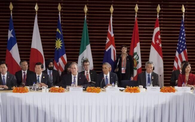 Presidente dos EUA, Barack Obama (centro), fala em encontro de líderes da Parceria Transpacífico